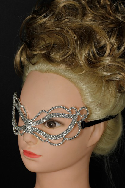 Simple rhinestone mask