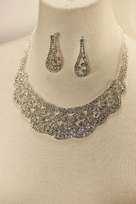 Queen rhinestone necklace set