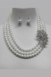 Pearl Necklace with Brooche