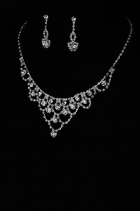 Simple round necklace set