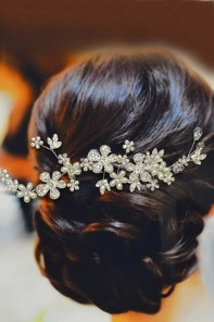 daisy with pearl bridal comb